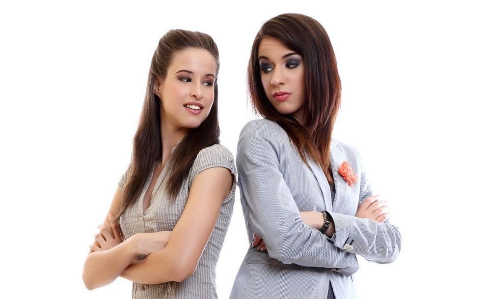 ¿Es la rivalidad más fuerte que la solidaridad femenina?