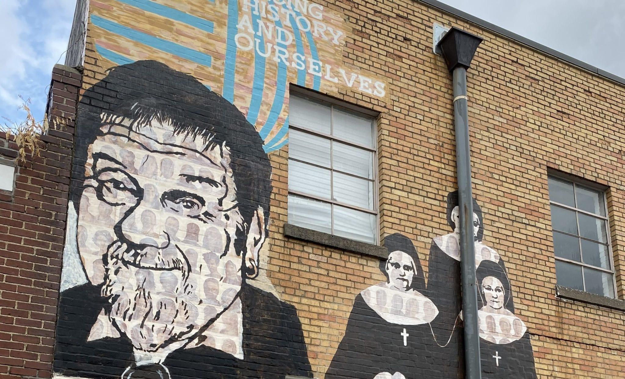 Photo of Antiguo director de Latino Memphis es honrado en mural histórico