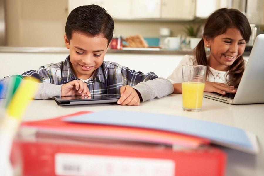 ¿Por qué las familias recurren a opciones híbridas para educar en el hogar?