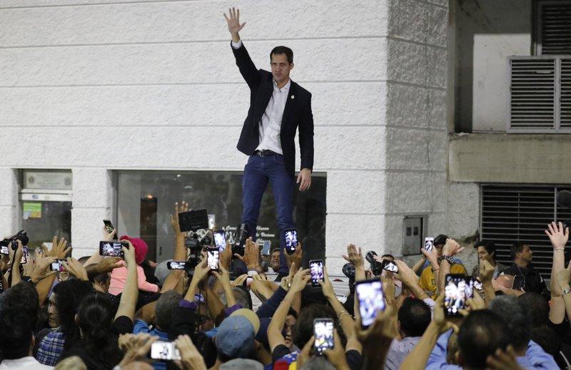 Photo of Guaidó anuncia nuevas sanciones y protestas en Venezuela