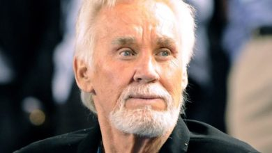 Photo of 'Just Dropped In': Music icon Kenny Rogers is dead