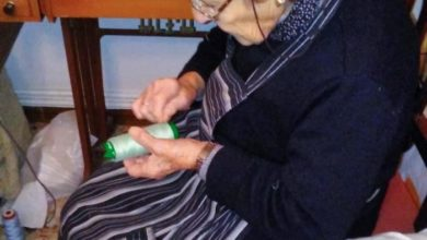 Photo of 96 year-old uses vintage singer to craft robes for health workers