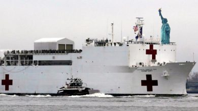 Photo of Hospital ship Comfort arrives in New York to help in fight against COVID-19