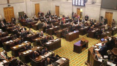 Photo of Gobernador respalda el estricto proyecto de ley de aborto aprobado por Cámara de Representantes