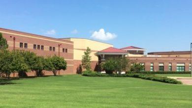Photo of Escuela de Arlington y la oficina del sheriff investigan amenaza de tiroteo y lista de asesinatos