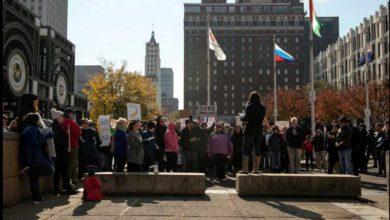 Photo of Activistas de Indivisible Memphis organizan protesta llamada  'Protege a Mueller'