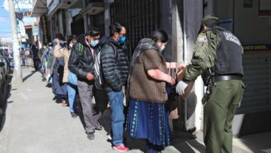 Photo of Bolivia's Covid-19 aid payment prompts elderly to form long lines at banks