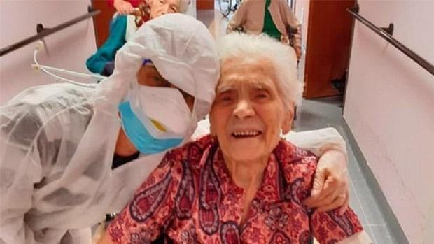 Ada Zanusso se recuperó del coronavirus con 104 años de edad.