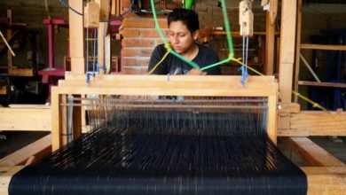 Photo of Indigenous weavers in Oaxaca producing facemasks
