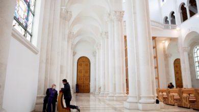 Photo of Catholic faithful return to churches in Pristina
