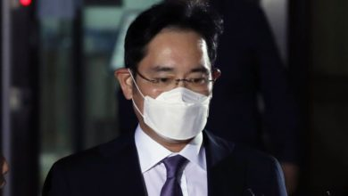 Photo of Seoul court rejects arrest warrant for Samsung head