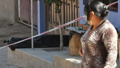 Photo of Corpse left lying in Bolivian street amid funeral system collapse