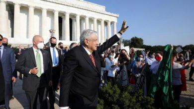 Photo of Mexico's Lopez Obrador visits Lincoln, Juarez monuments at start of US visit