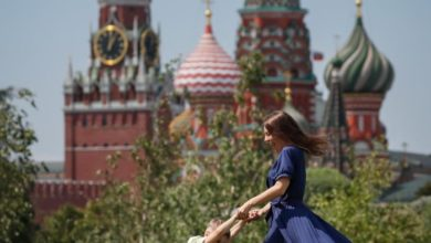 Photo of Moscow continues de-escalation, eases mask rule