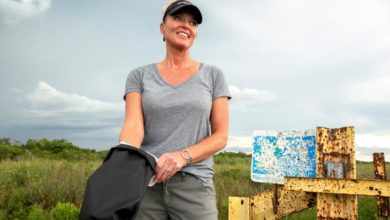 Photo of Woman helping remove pythons from Florida's Everglades despite love of snakes