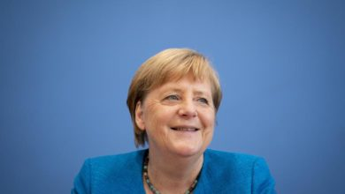 """Photo of Merkel warns that pandemic """"will be even harder"""" in coming months"""