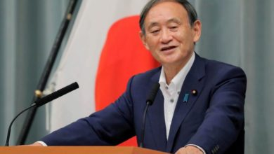 Photo of Yoshihide Suga likely to replace Shinzo Abe as Japan's prime minister