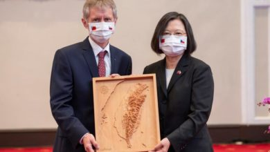 Photo of Visiting Czech official meets Taiwanese leader amid China protests