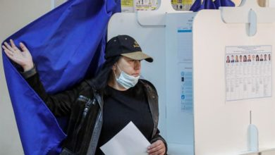 Photo of Russians vote in regional elections marred by Navalny poisoning