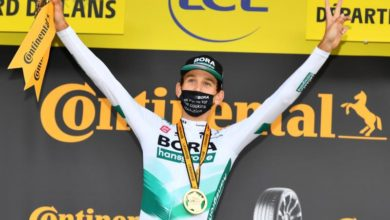 Photo of Kamna powers past Carapaz to win Stage 16; Roglic retains yellow jersey