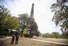 Photo of Eiffel Tower evacuated after bomb threat