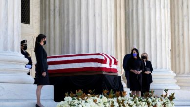 Photo of Hundreds gather at US Supreme Court to pay respects to Ginsburg