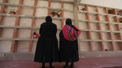 Photo of Kin of Bolivian Covid-19 victims make 1st cemetery visit