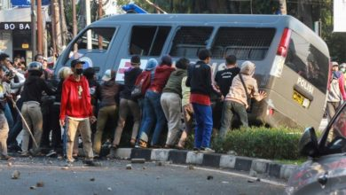 Photo of Tense protests return to Indonesia over labor reforms