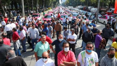 Photo of Mexican cabbies block roads to protest ride-sharing apps