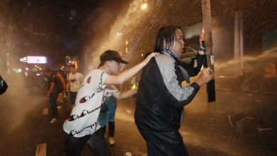 Photo of Clashes erupt as Thai riot police march on protesters in central Bangkok
