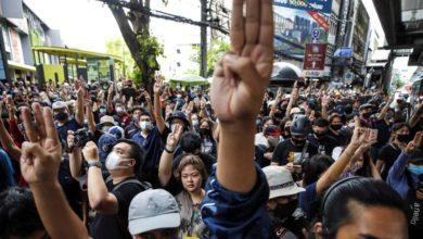 Photo of Police shut Bangkok transport over student protests
