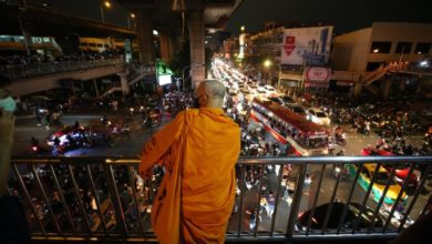 Photo of Thailand to lift emergency decree as PM blames protesters for clashes