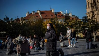 Photo of Roundup: Czech hospitals stretched thin; Italy discourages travel abroad
