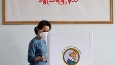 Photo of Aung San Suu Kyi casts early vote in Myanmar general elections