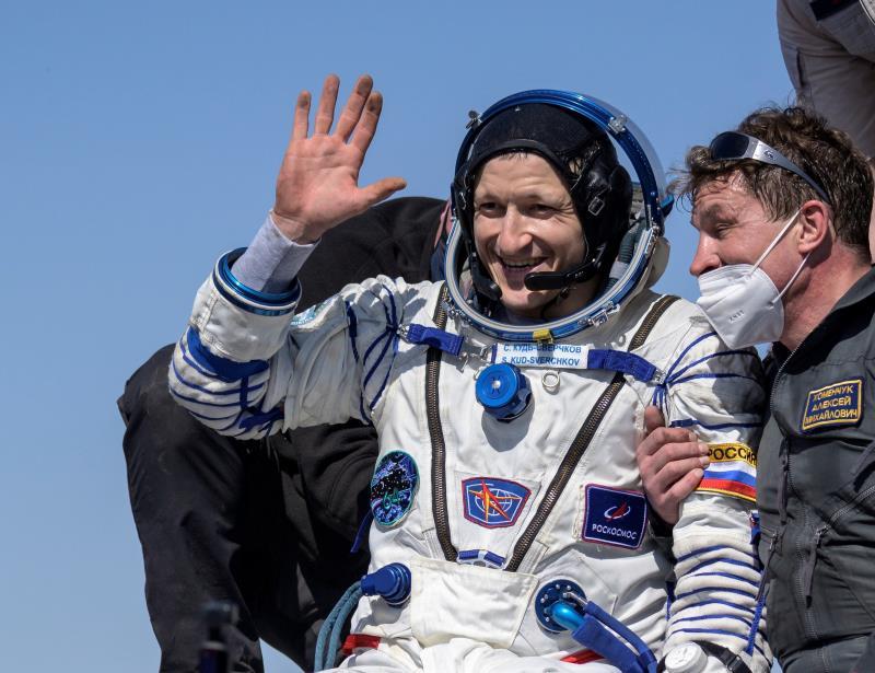 Soyuz MS-17 spacecraft with 3 crew members lands on Kazakh steppes - La  Prensa Latina Media